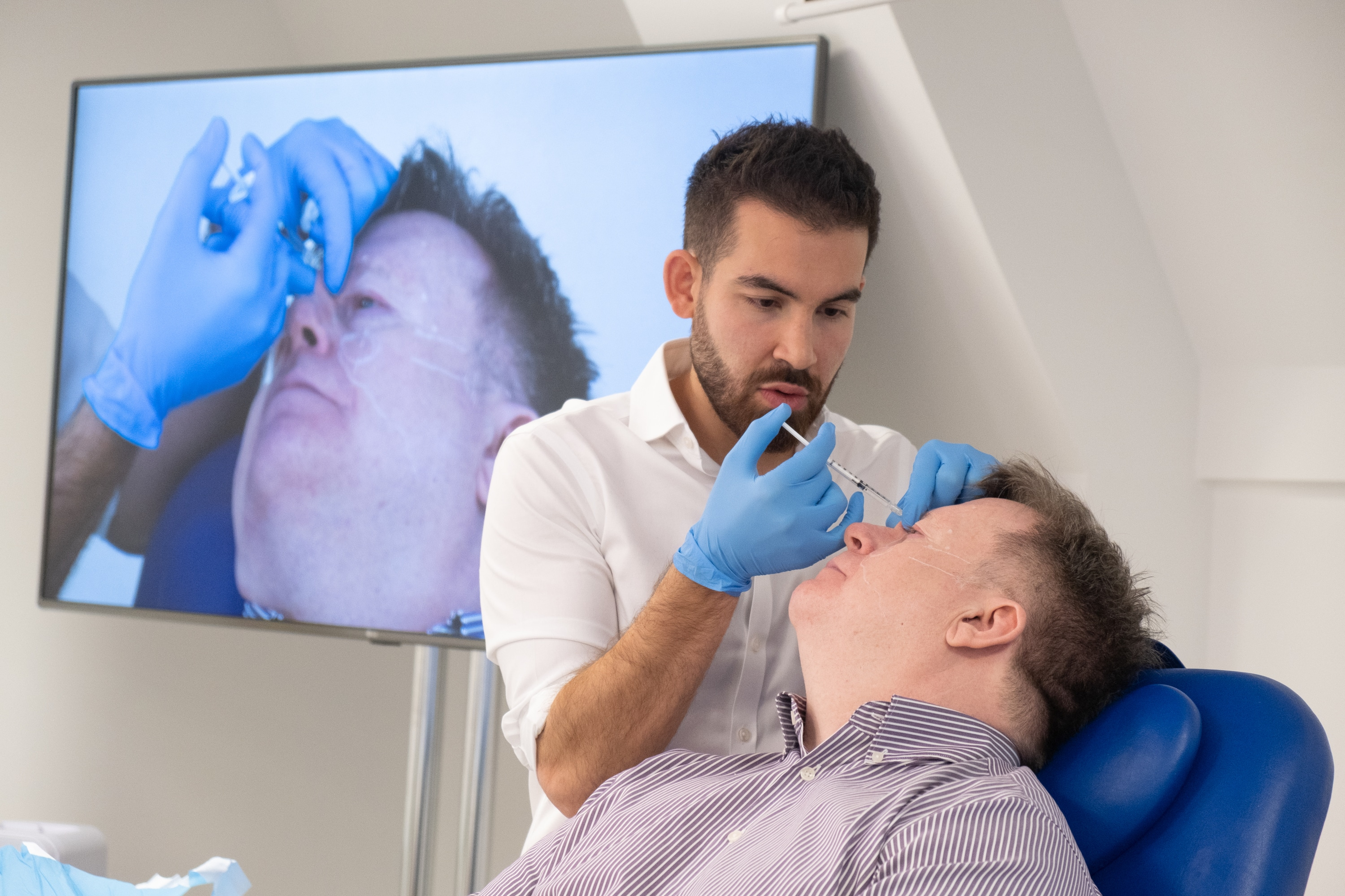 Level 7 Diploma - Dr Tristan Mehta hosts an Observation Day treating a patient with botox